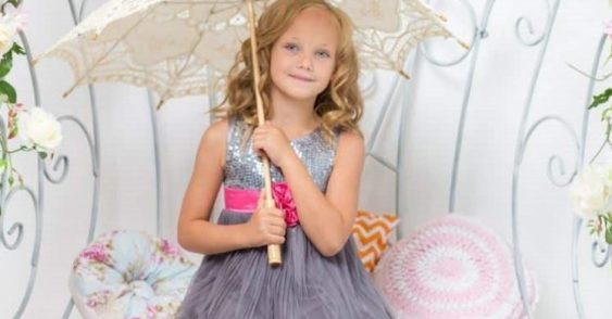 b49f5f12a987 Flower Girl Dresses: How to Choose an Outfit That Makes Her Shine